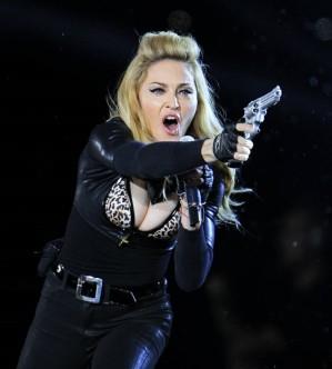 Madonna dan senjata